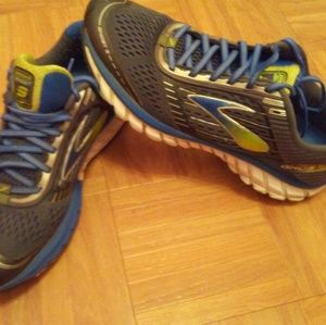 Brooks ghost 9 size 9.5 running shoes